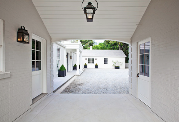 source: http://www.stylishlivablespaces.com/hamptons-style/house-of-the-week-gwyneth-paltrows-la-house-exterior
